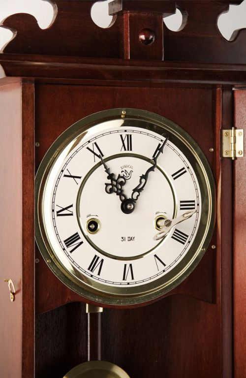 Kyvadlové hodiny natahující se jednou za měsíc