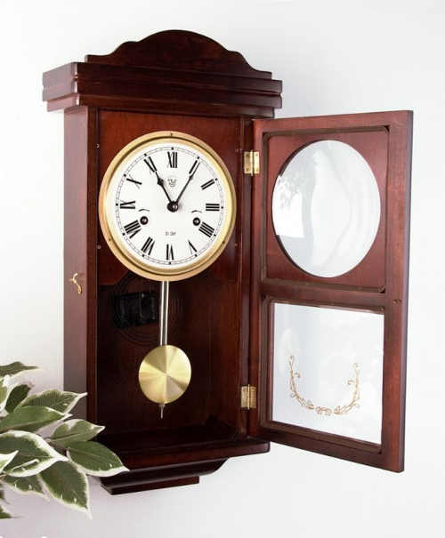 Kyvadlové nástěnné hodiny s z lipového dřeva
