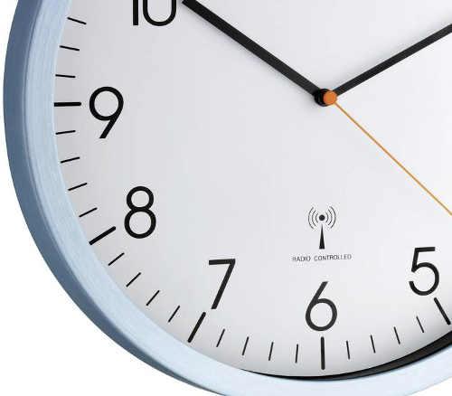 Rádiem ovládané ručičkové nástěnné hodiny