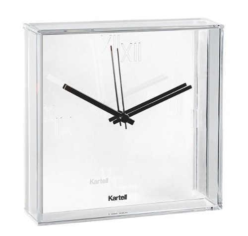 Bílé nástěnné designové hodiny Kartell