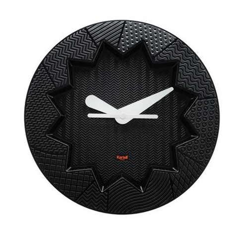 Designové nástěnné hodiny s robustní konstrukcí