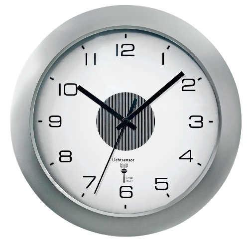 Kulaté nástěnné analogové hodiny s LED osvětlením