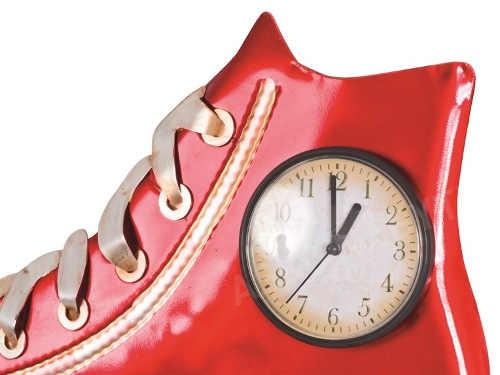 Nástěnné hodiny ve tvaru boty