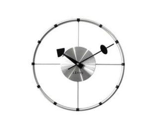 Nástěnné stříbrné hodiny v originálním designu