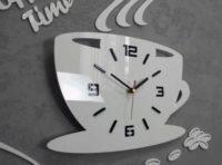 Bílé skleněné nástěnné kuchyňské hodiny hrnek s kávou