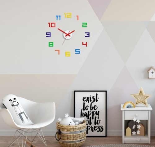 Veselé pestrobarevné nalepovací hodiny na zeď
