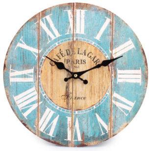 Rustikální nástěnné hodiny s římskými číslicemi a oprýskaným barevným vzhledem