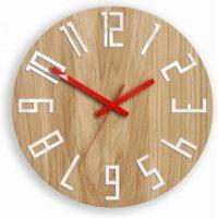 Kulaté nástěnné hodiny ze dřeva