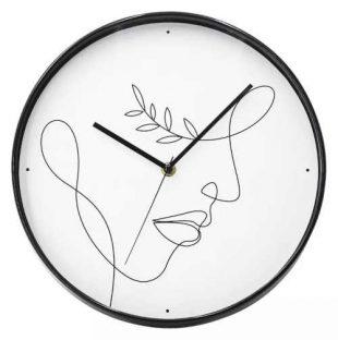 Plastové kulaté hodiny v zajímavém provedení