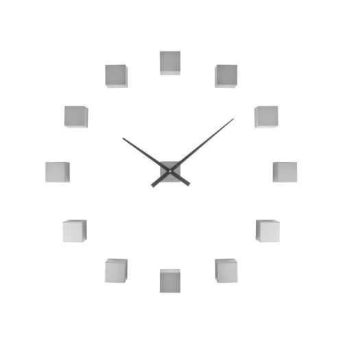 Stříbrné nástěnné hodiny v originálním provedení